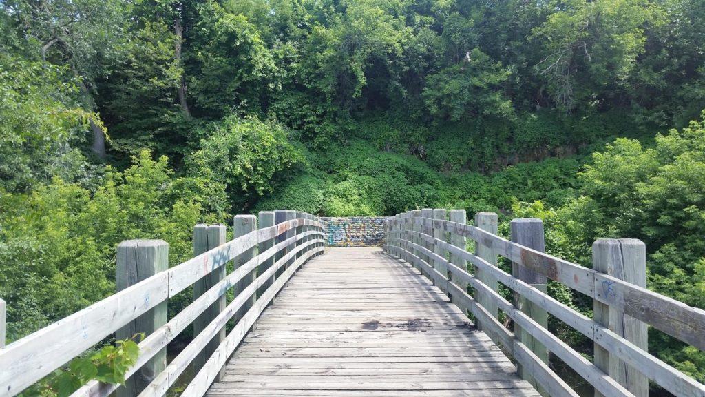 Minneapolis walk bridge