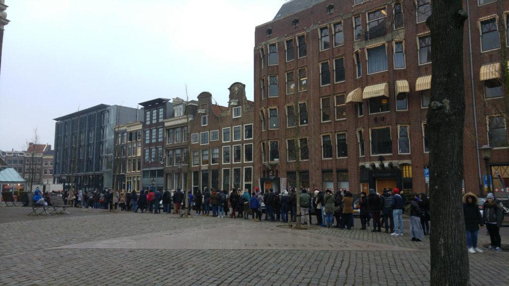 Anne Frank queue