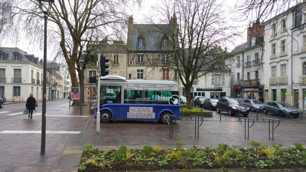 Tours mini bus