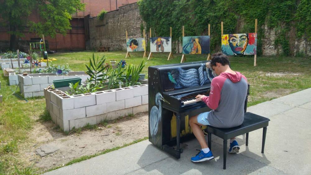 Adam Mobile piano