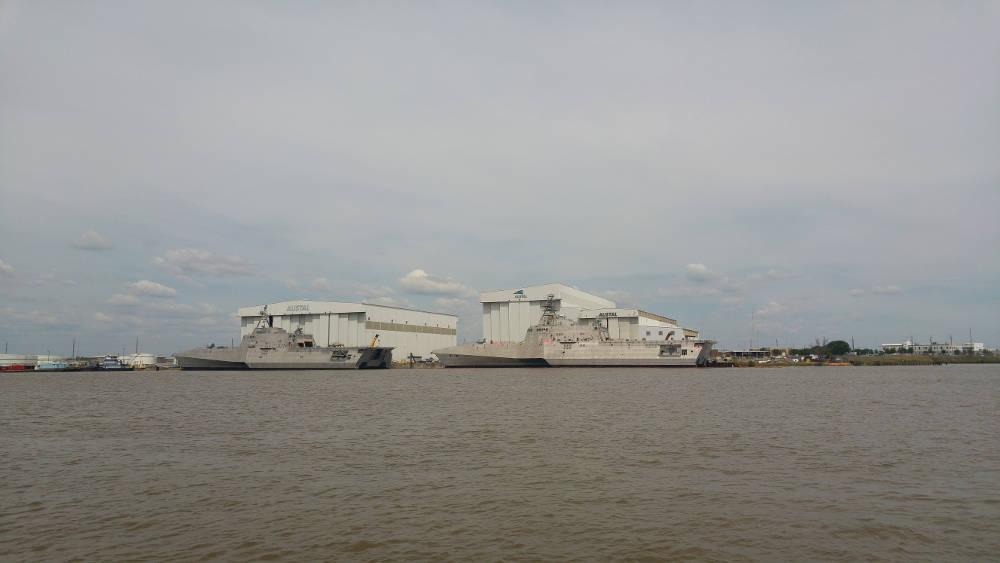Mobile ship docks