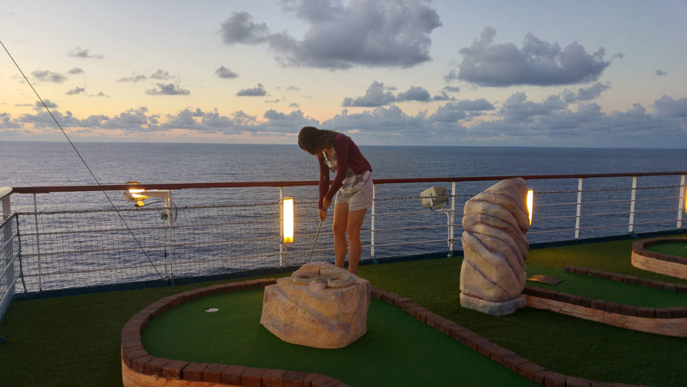 Linnie ship mini golf