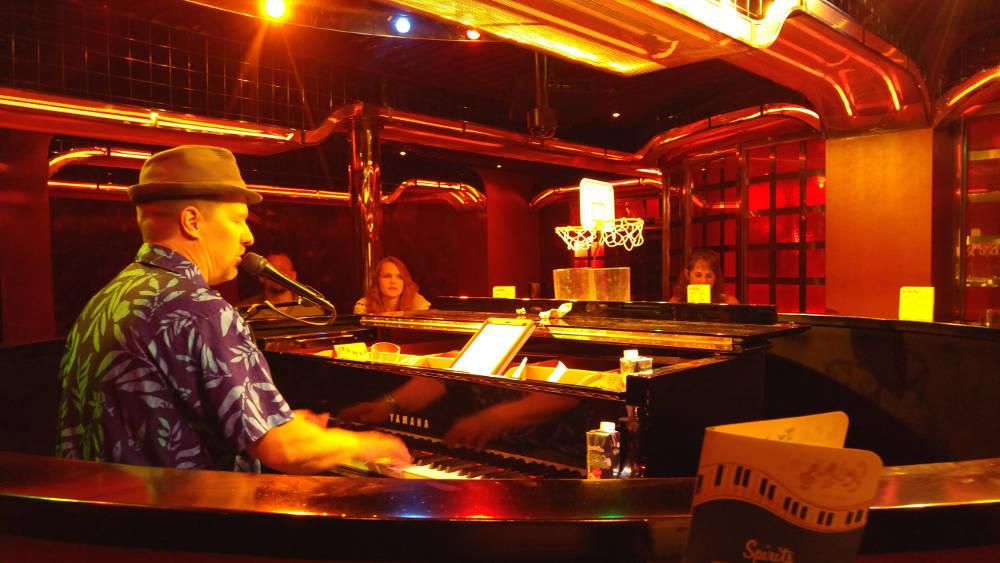 Mark, Piano Bar in Roatan