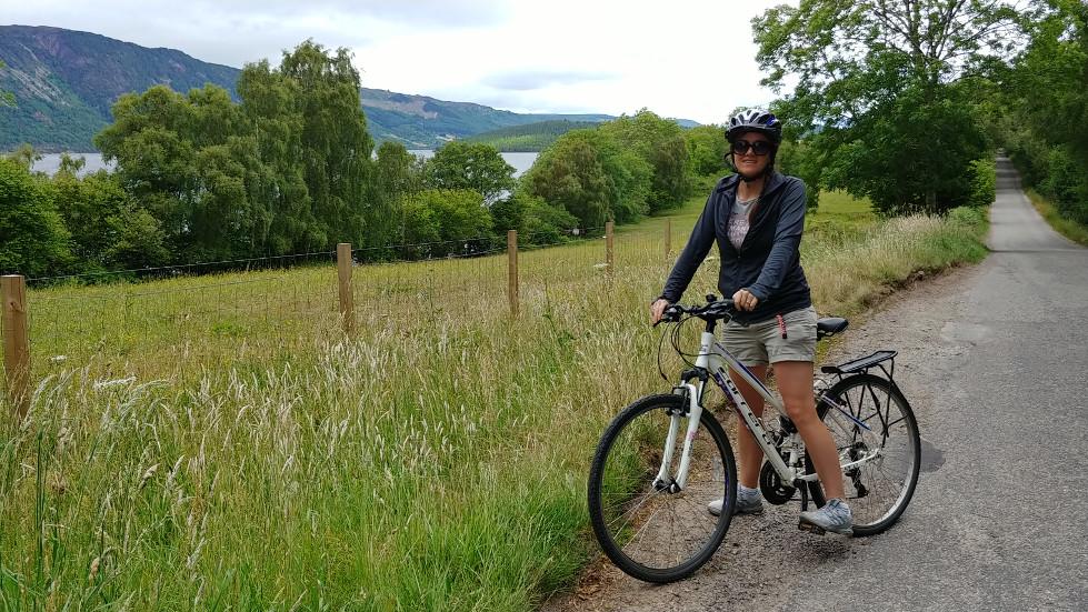 Linnie bike at Loch Ness