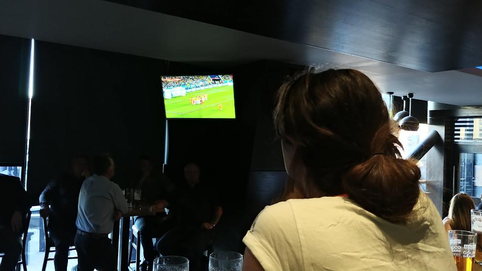 Linnie watching England